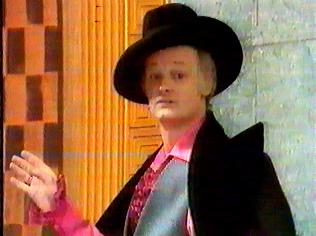 The Are You Being Served Gallery on YCDTOTV.de   Path: www.YCDTOTV.de/aybs_img/a3_103.jpg