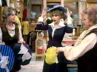 The Are You Being Served Gallery on YCDTOTV.de   Path: www.YCDTOTV.de/aybs_img/d3_136.jpg